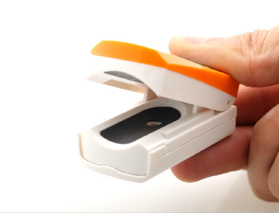 Pulsní oxymetr na prst OX ONE - oranžový