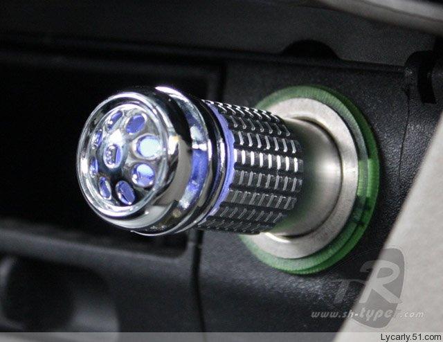Ionizátor a čistička vzduchu do auta - stříbrná