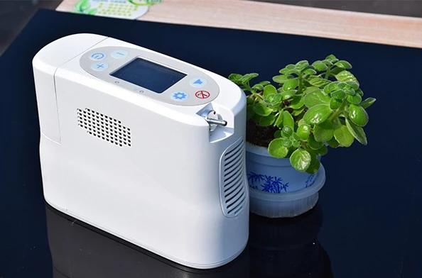 Přenosný kyslíkový koncentrátor s baterií KINGON P2, 5L/min, 96%